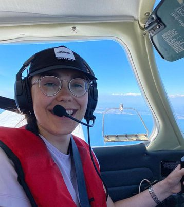 Woman Wants Record as Youngest to Fly Around the World
